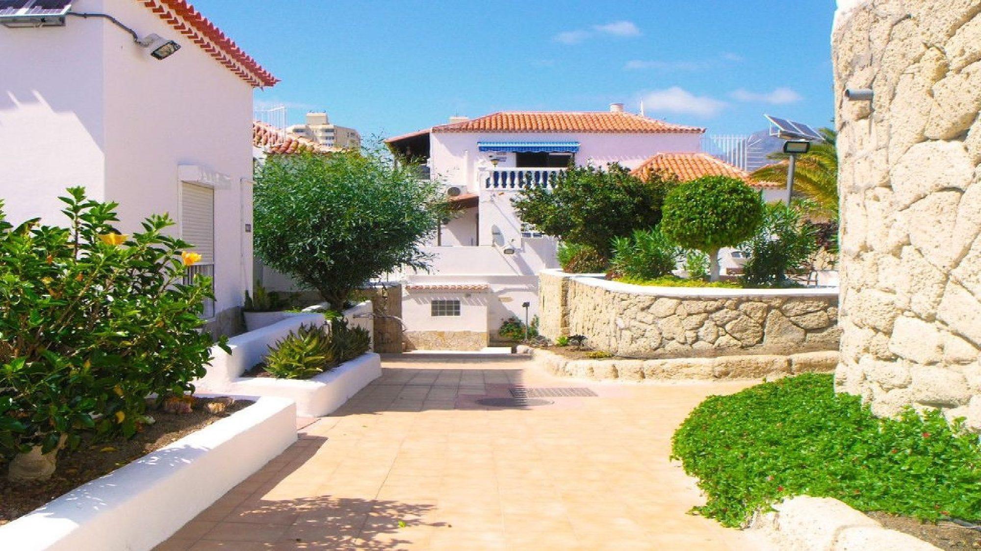 Tenerife Villas to rent  5 bedroom villa  private pool  Las americas